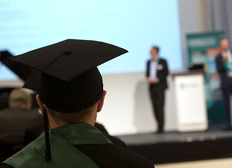 Beim Bachelor-Day Hörsaalatmosphäre und Hochschulluft schnuppern (Foto: FOM)