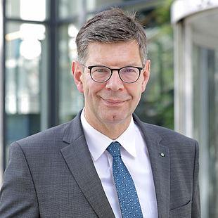 Prof. Dr. Burghard Hermeier |  Rektor