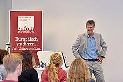 Prof. Dr. Matthias Ross bei seinem Eröffnungsvortrag.